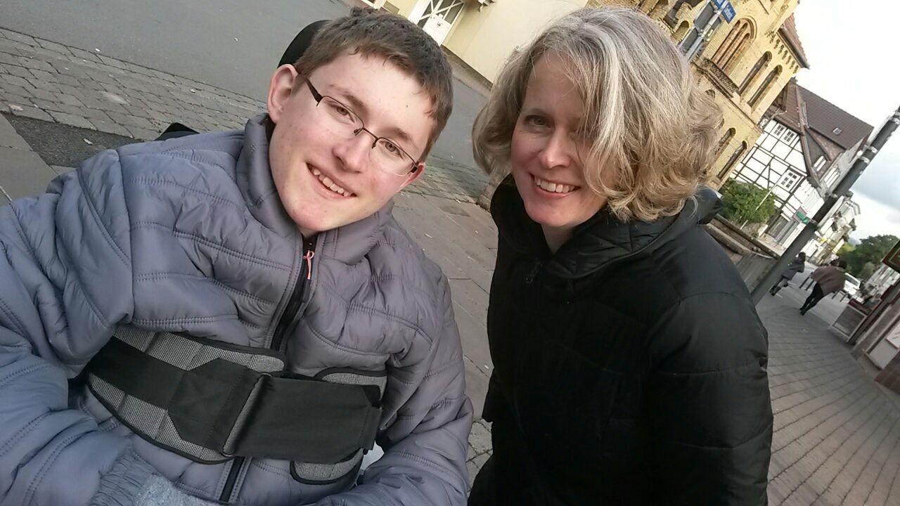 Christiane Neemann mit ihrem Sohn.