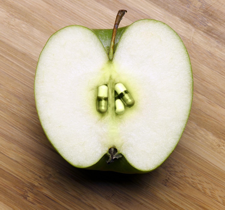 Ein Apfel, dessen Gehäuse aus grünen Kapseln besteht, steht symbolisch für Phytopharmaka.