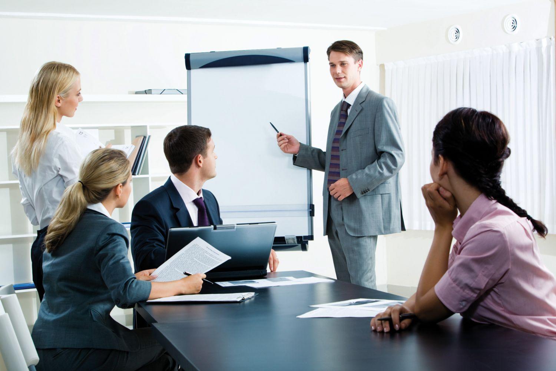Angestellte in einem Konferenzraum