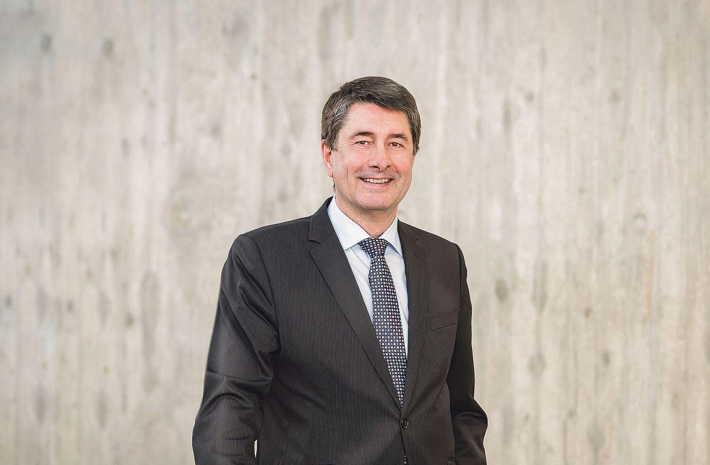 Porträt: Prof. Dr. Bernhard Weber